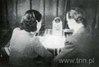Stefania Grodzieńska i Igor Sikirycki w studio przy Chopina 9